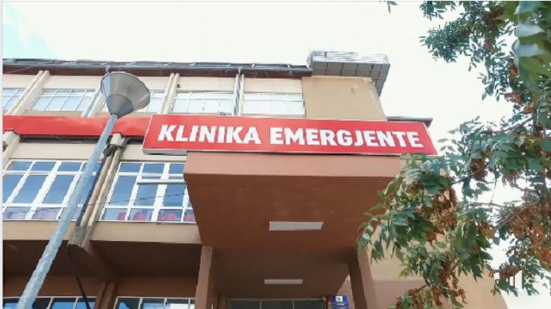 Vdes 23-vjeçarja shqiptare dy ditë pasi u vaksinua, reagon