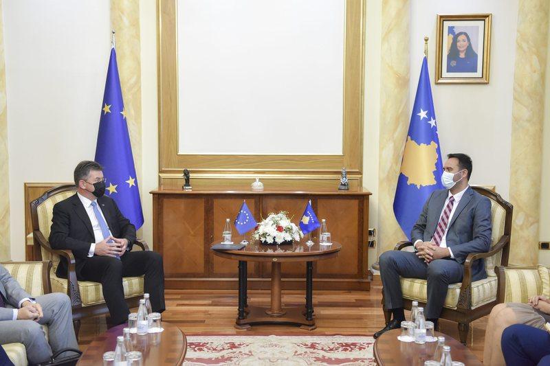 Lajçak takime me liderët e opozitës në Kosovë,