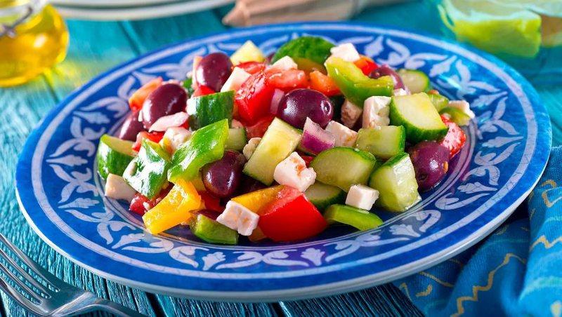 Pse të hash ushqime shumëngjyrëshe është shumë e