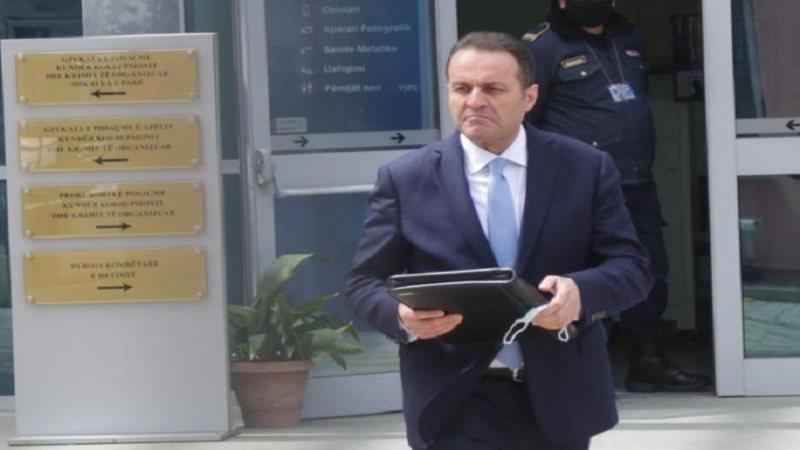 Policia nuk e gjen në banesë, Adriatik Llalla shpallet në