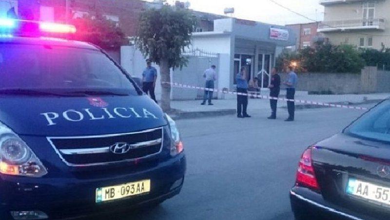 Plagoset me armë zjarri në derën e shtëpisë nga i