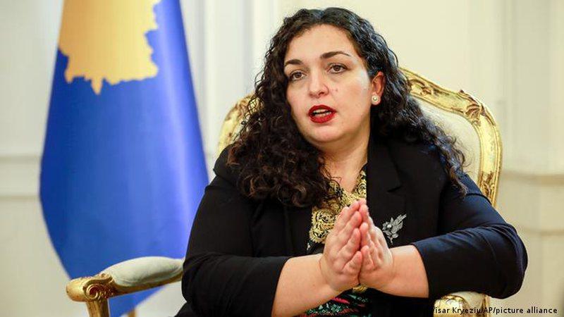 Situata e tensionuar në veri të Kosovës, reagon Vjosa Osmani