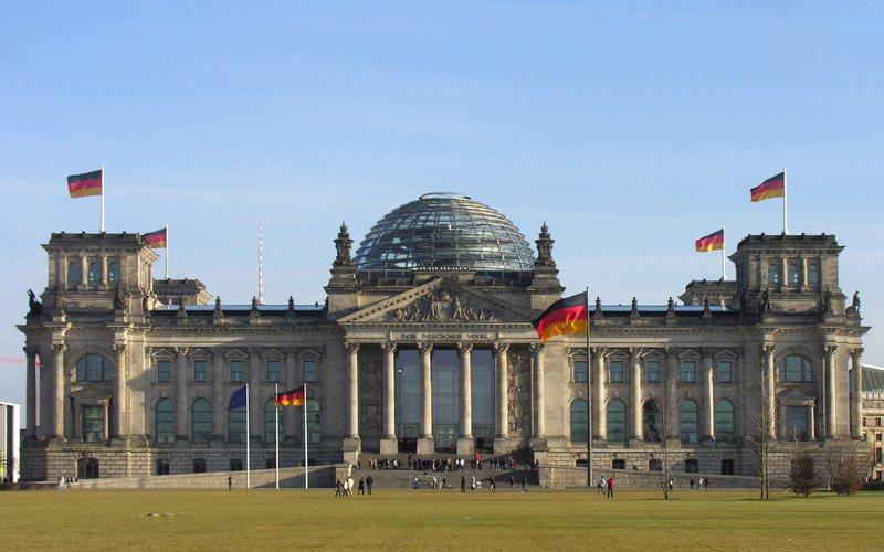 Gjermania mban zgjedhjet e përgjithshme, rezultat i ngushtë mes