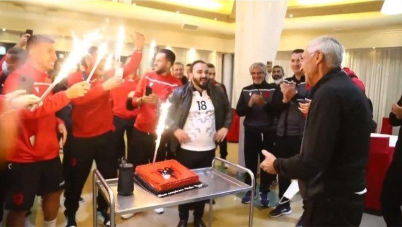 Edi Reja feston ditëlindjen, Kombëtarja kuqezi i organizon
