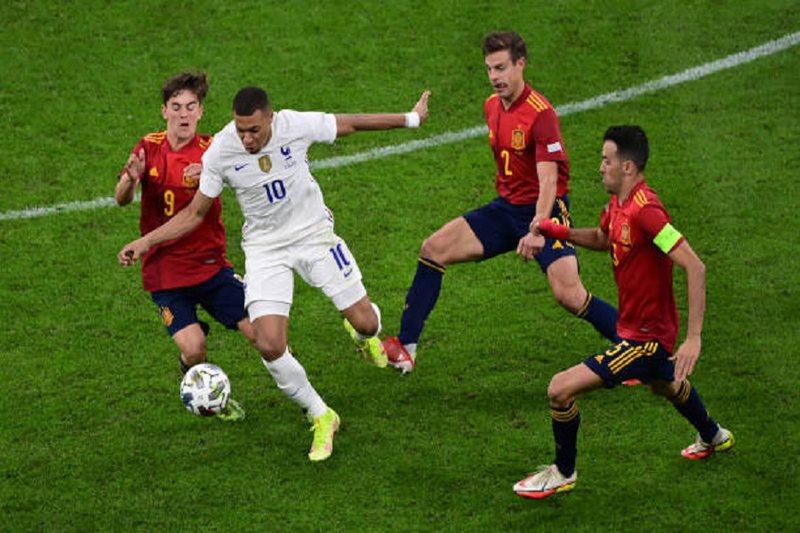 Ndryshon rezultati në ndeshjen Spanjë-Francë, shënohen dy