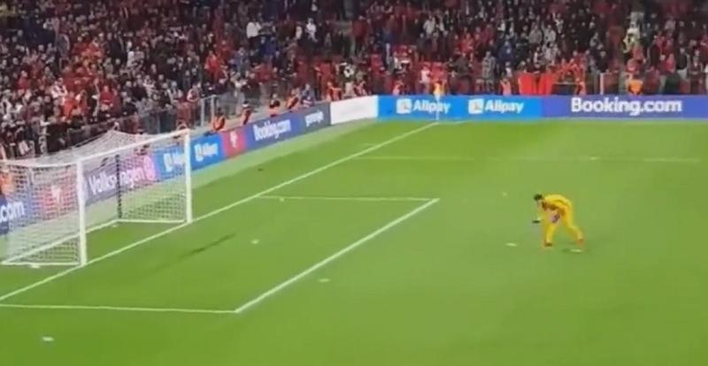 Albanian fans threw bottles, the Juventus goalkeeper makes the surprising