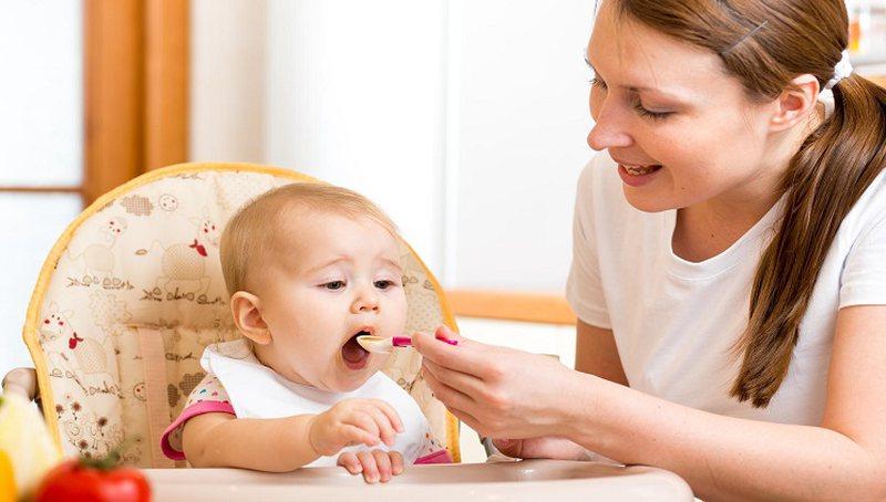 Përse nuk duhet t'u japim kurrë mjaltë foshnjave, u
