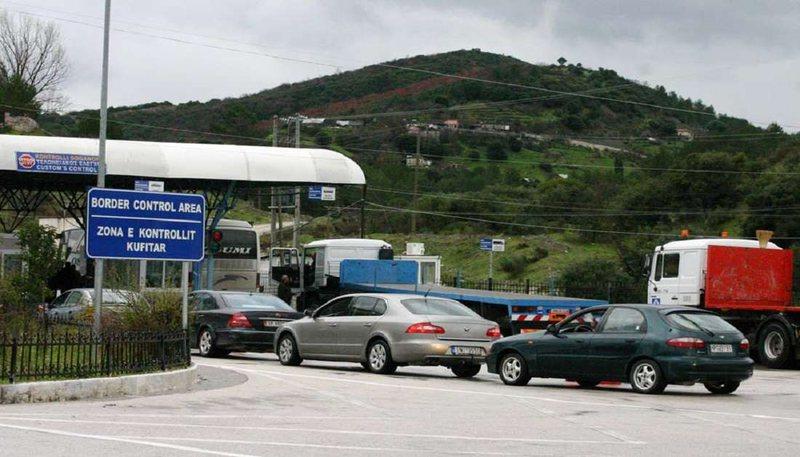 Kaos në Kakavijë, shqiptarët përballen me të