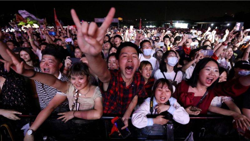 Nuk do ta besoni se çfarë po ndodh në Wuhan, qytetin ku u shfaq