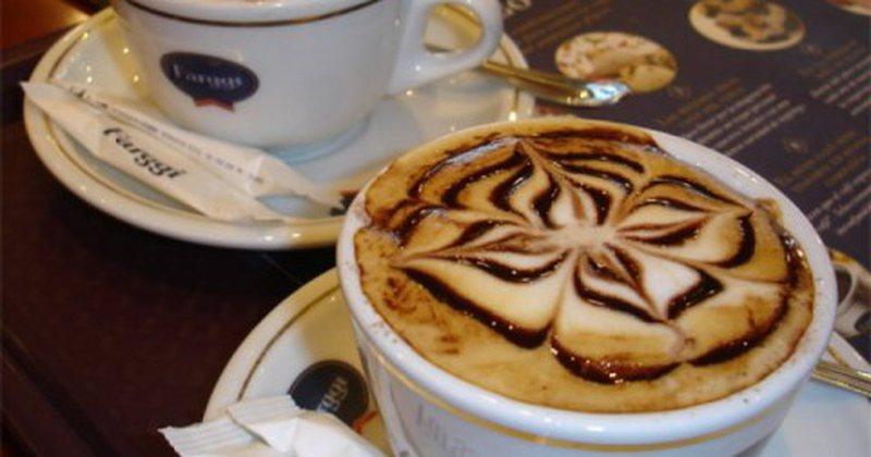 Zbuloni sa sheqer duhet t'i hidhni kafes dhe kujdesi që duhet të
