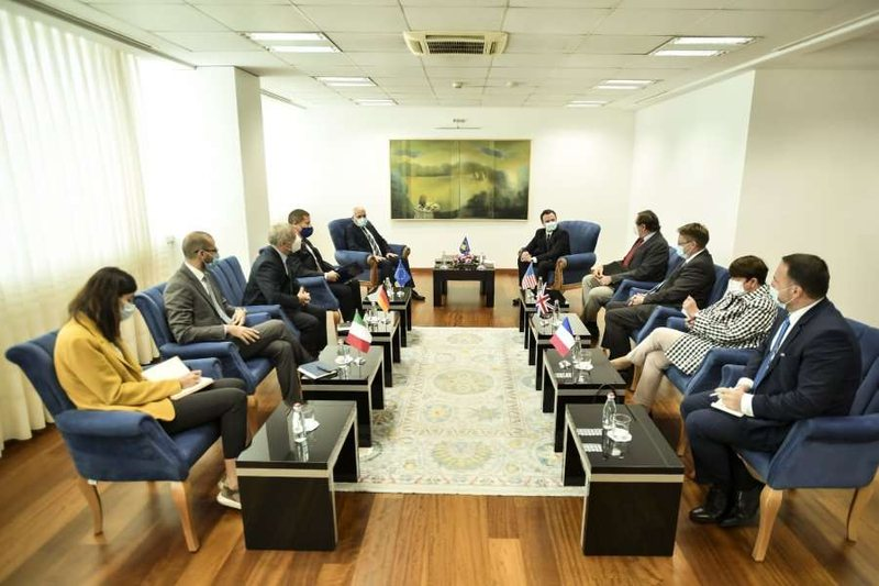 The meeting of the ambassadors with the Prime Minister ends / The Government