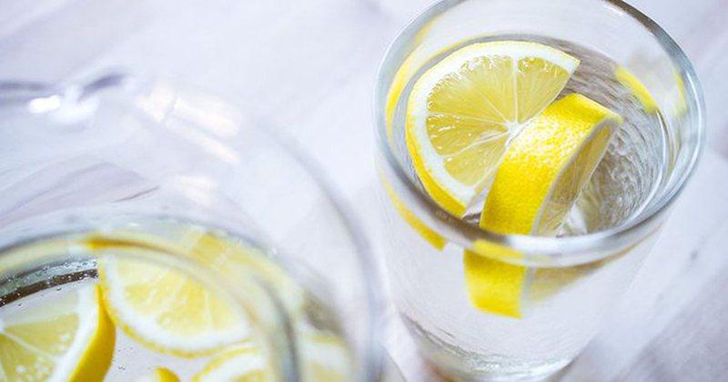 Nuk është uji me limon, këto janë lëngjet që