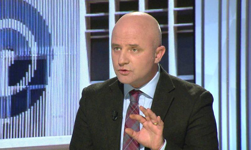 Gent Strazimiri komenton debatin e Ramës dhe Bashës në Kuvend: